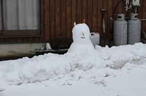 魔女さんのようなかわいい雪だるまは、子どもたちの作品