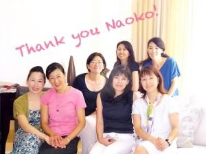 ピンクのシャツを着て私と手を繋いでいるのが西川直子さん、 直子さんお疲れさま―!とロンドンのお産関係の皆さんと記念撮影しました